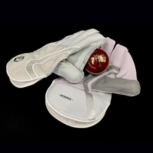 Signature Reserve Wicket Keeping Gloves